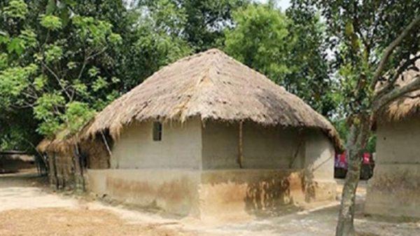বিলুপ্তির পথে গ্রাম বাংলার খড়ের ঘর